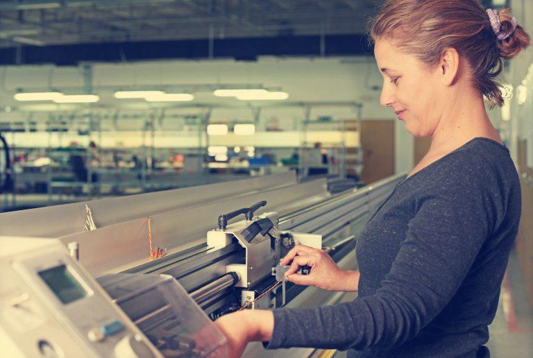 Kabelkonfektion vom Kabelkonfektionierer Harness-Production leitungen verdrillen